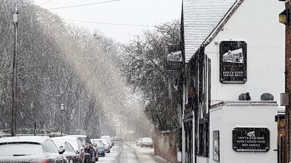 Beverley in the snow (16)